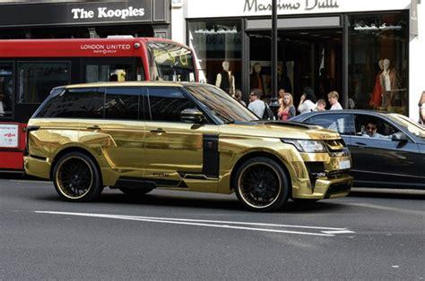 tourist drives  gold range rover  rich arabs flock