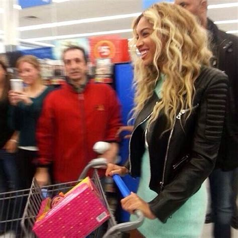 beyonce buys walmart shoppers  gift cards  news