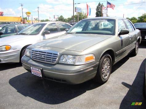 2002 Spruce Green Metallic Ford Crown Victoria 32467137