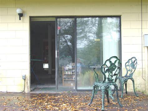 Sliding Glass Door Wikipedia