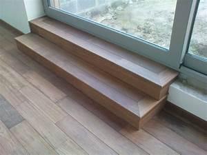 pose de parquet en merbau dans un salon et un escalier With pose parquet escalier