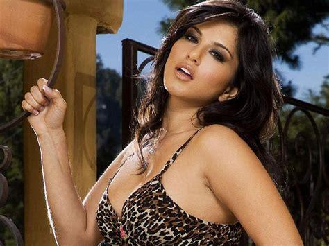 bollywood famous kiss bollywood hot actress hot photos hot videos bollywood