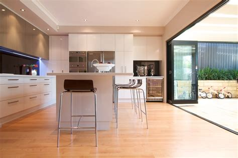cuisine plan travail bois plan de travail cuisine blanche maison design bahbe com