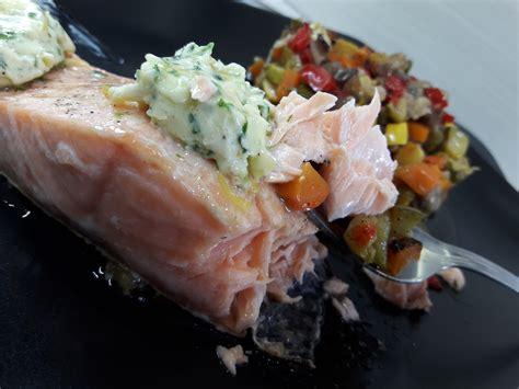 cuisiner pavé de saumon au four pavés de saumon au beurre d 39 estragon la recette facile