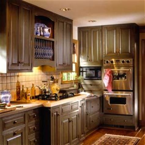olive green kitchens top 25 ideas about olive green kitchen on 1176
