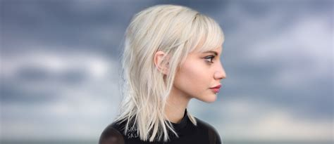 Shoulder Length Hair With Bangs Too Hot To Resist