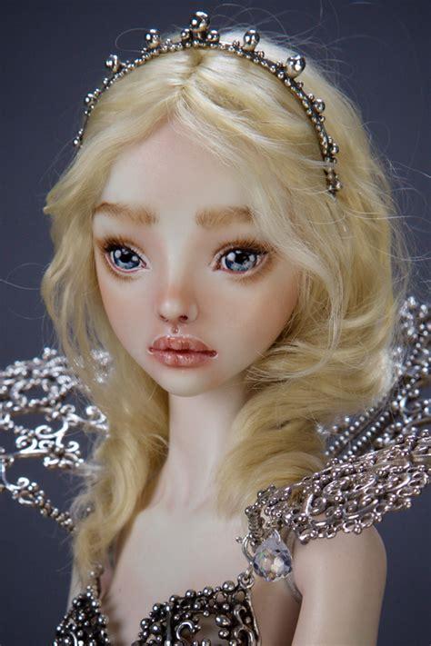 chambre d h es c e d or la tristesse des poupées de porcelaine de marina bychkova