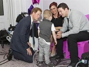 Prince Harry charmed by brave little boy at WellChild Awards