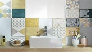 mosaique salle de bain laquelle choisir cote maison With porte d entrée pvc avec frise murale adhésive salle de bain