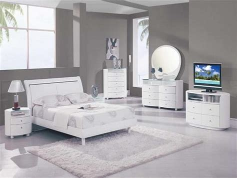 White Bedroom Furniture Decorating Ideas