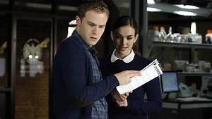 'Agents of SHIELD' Season 2: Fitz holds onto Simmons ...