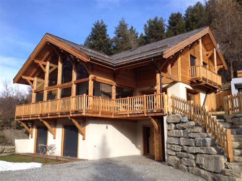 constructeur maison poteau bois poutre bois hautes