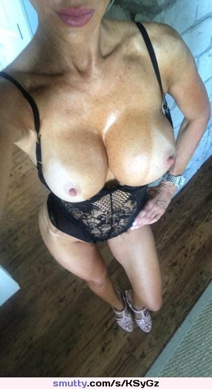 Big Boobs MILF On Nude Sexy Selfie Amateur Busty