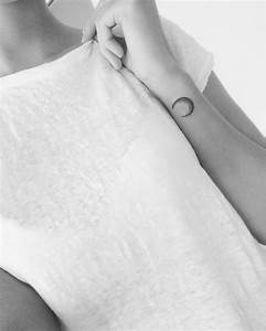 Tatouage Lune Poignet : tatouage poignet subtil et discret tattoome le meilleur du tatouage ~ Melissatoandfro.com Idées de Décoration