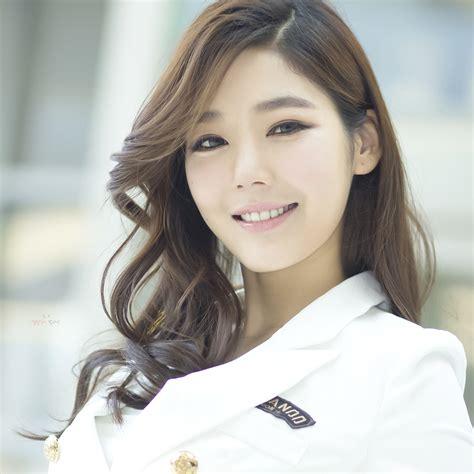 韩国长腿美女车模 iPad高清壁纸_电脑之家PChome.net