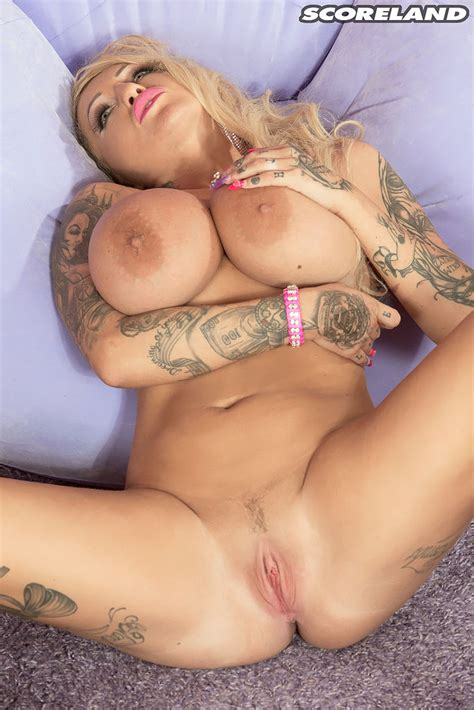 Tattooed Bambi Blacks Strips And Fingers Her Cunt 1 Of 1