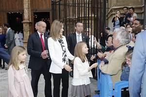 La Reina Letizia escoge Nanos para vestir a las infantas Leonor y Sofía durante la Misa de Pascua