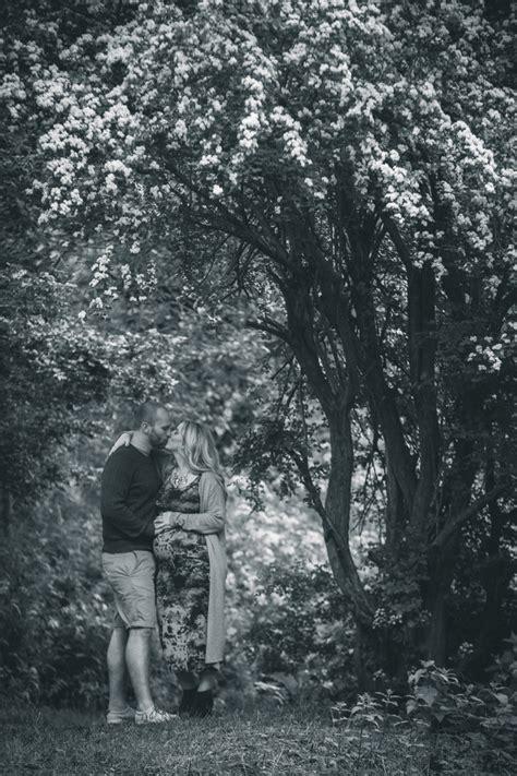 maternity photoshoot   woods holly  lightly