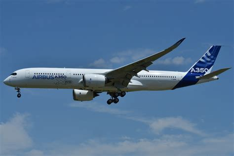 File:Airbus A350-900 XWB Airbus Industries (AIB) MSN 001 ...