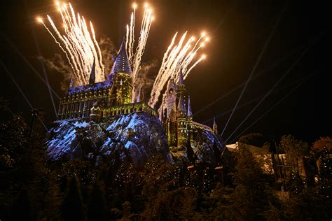 holiday celebrations coming  universal orlando resort
