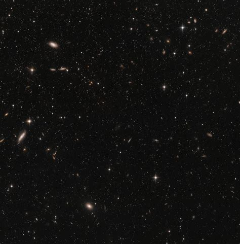 hubbles view   sculptor dwarf galaxy pointing