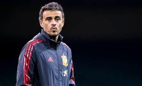Luis enrique is playing in a midfielder position. Espagne: Luis Enrique officiellement de retour à la tête ...