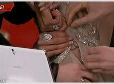 Giuliana Rancic suffers wardrobe malfunction as Oscars