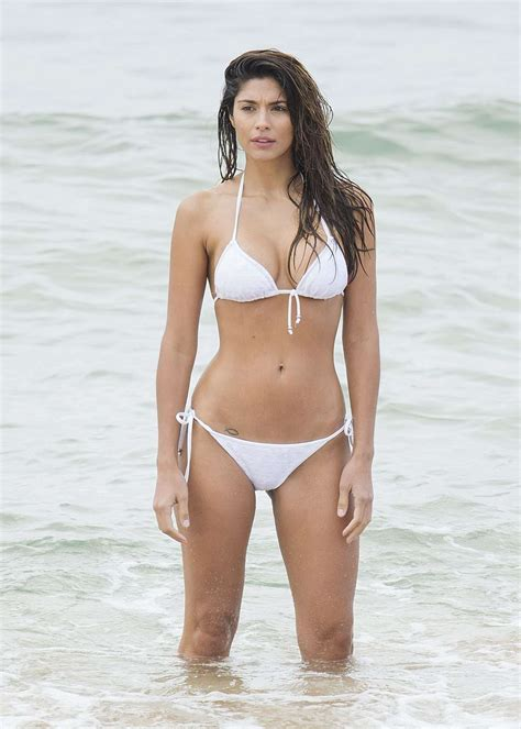 sienna guillory en bikini pia miller in bikini on home and away set 03 gotceleb