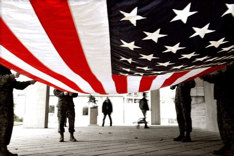 flag united states free stock photo soldiers preparing