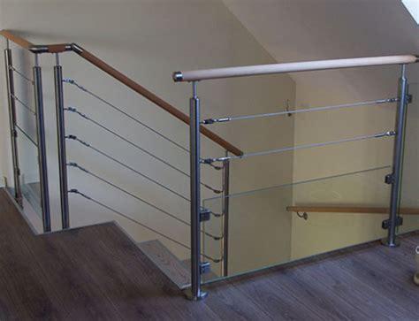 cable inox pour escalier garde fou 3 cables et verre sur une terrasse bois