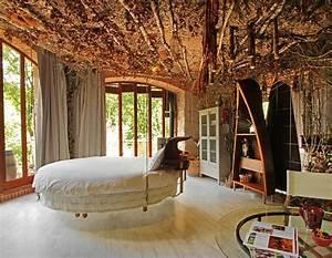 Chambre Enfant Original : lit rond au c ur d une chambre au design original ~ Teatrodelosmanantiales.com Idées de Décoration