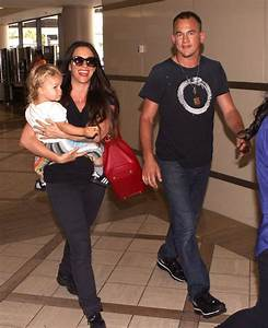 Mario Treadway in Alanis Morissette And Family Departing ...
