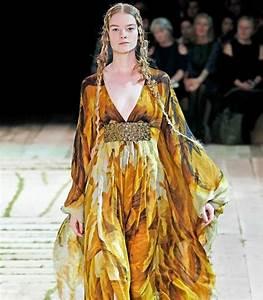 Bridal Dresses: Alexander McQueen Dresses Spring 2011 Gallery