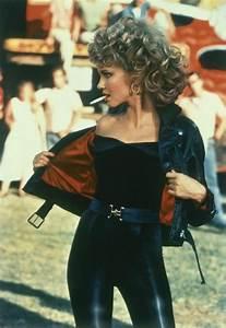 80er Jahre Style : olivia newton johns 80er jahre outfit mit lederhose in schwart schwarzer schulterfreien bluse ~ Frokenaadalensverden.com Haus und Dekorationen