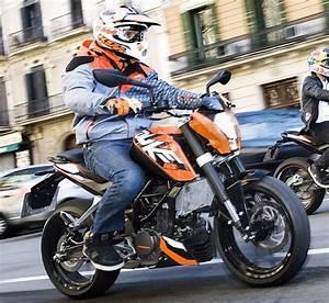 Fiche Technique Ktm Duke 125 : ktm 125 duke 2011 fiche moto motoplanete ~ Medecine-chirurgie-esthetiques.com Avis de Voitures