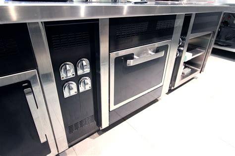 cuisine charvet piano de marque charvet avec wok 6 feux a induction une