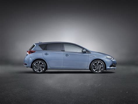 2015 toyota lineup 2015 toyota auris facelift shares new details about its