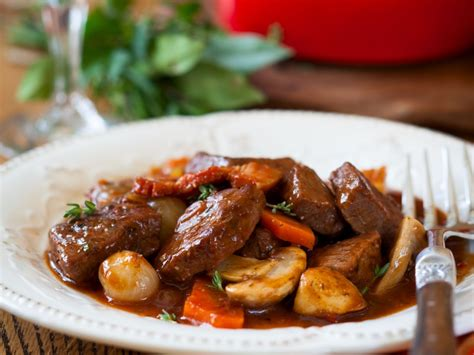 cuisiner un boeuf bourguignon boeuf bourguignon rapide recette de boeuf bourguignon