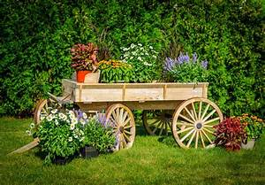 Decorative garden wagon design decoration for Kitchen colors with white cabinets with wagon wheel wall art