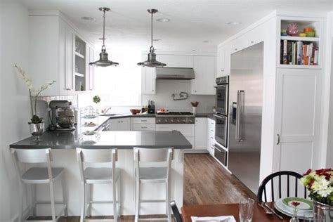 kitchen cabinets with lights best 25 kitchen peninsula ideas on kitchen 6476