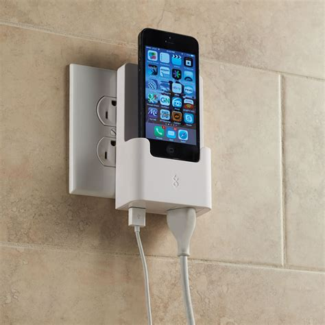 iphone 5 charging the iphone 5 outlet charging dock hammacher schlemmer