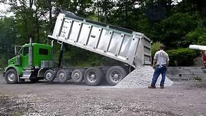 Kenworth T800 Dumping Gravel - YouTube