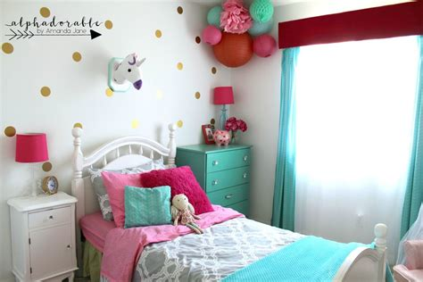 Fun Turquoise, Hot Pink And Gold Girl's Bedroom Design