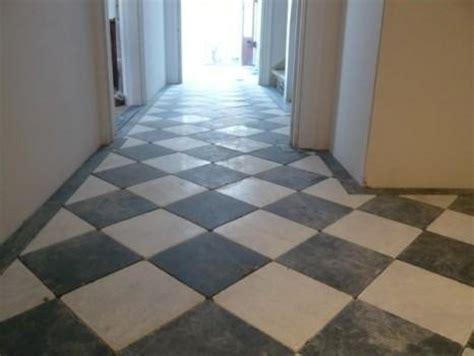 tegels diagonaal leggen diagonaal te leggen zwart wit tegelvloer met rand werkspot