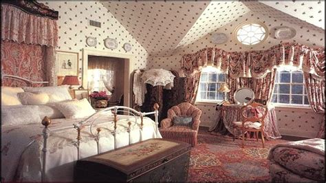 Victorian Cottage Bedroom Design