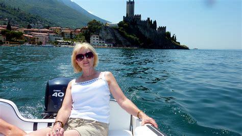 Auf Dem Boot by Mit Dem Motorboot Auf Dem Gardasee Foto Bild Wasser