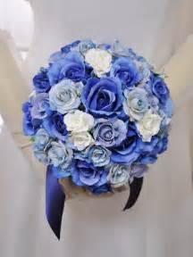 wedding bouquet ブルー 水色 白 ラウンドブーケの写真で学ぶ ブーケの配色比率を見て考えよう naver まとめ