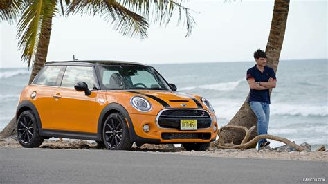 2015 Mini Cooper S (yellow)