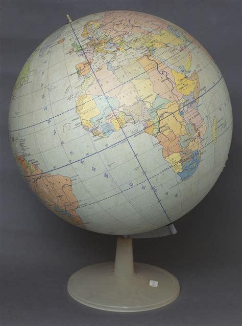 PSRS laika globuss - Mākslas Vēstniecība - Antikvariāts - Galerija
