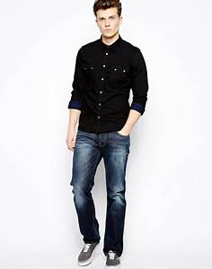 What colour jeans/trousers go well with a black T-shirt or ...